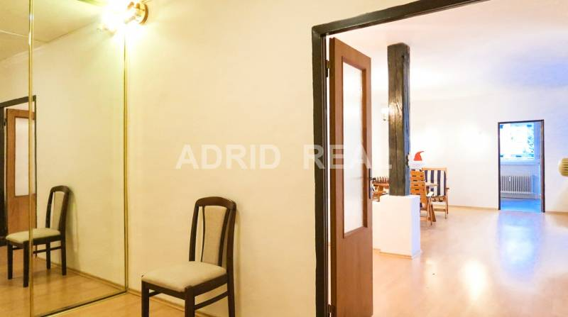 ADRID REAL SHOWS IN THE LEADING ROLE: THREE-ROOM FLAT WITH TWO TERRACE
