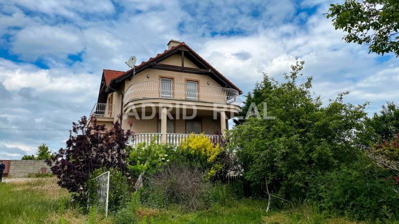 PRIVACY, SECURITY & BENEFICIAL INVESTMENT - FAMILY HOUSE FOR SALE
