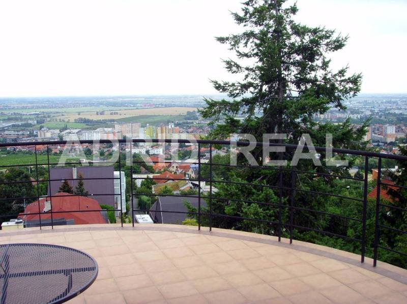 LUXURY & SPACIOUS VILLA WITH PANORAMIC VIEWS OF BRATISLAVA