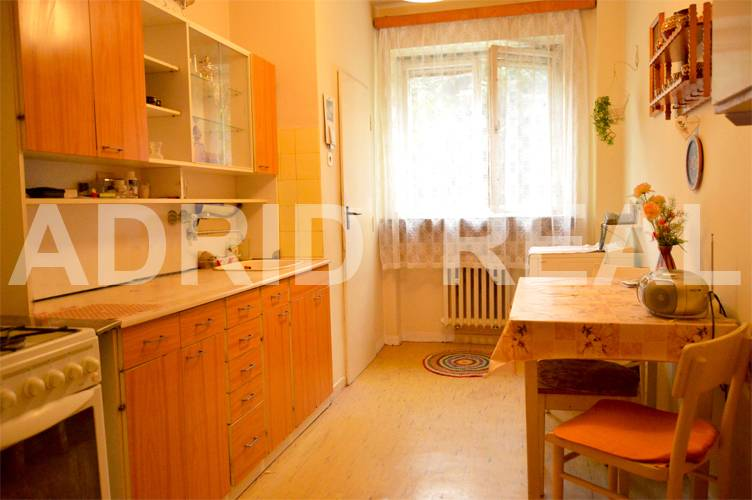 LIVE IN A RELAXED & GENEROUS TWO-ROOM APARTMENT