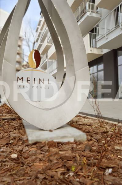 MEINL RESIDENCE (B4) – CLEAR WORDS DON'T NEED AN INTERPRETER